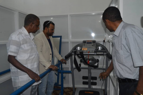 أمين محلي المهرة بن نيمر والوكيل العبودي يفتتحان مركزا للتأهيل والعلاج الطبيعي بالغيظة