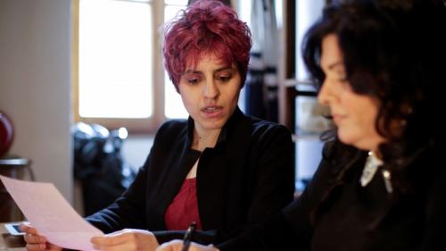 صحافية تكتب رسائل غرامية للإيطاليين