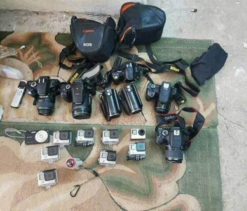 أمن عدن يضبط 3 إرهابيين وعدد من الأحزمة الناسفة ومعدات تصوير بعد مداهمة ناجحة لأحد الأوكار الإرهابية (صور)
