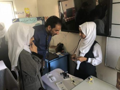 رئيس نقابة أطباء كلية الطب عدن يشيد بالمعرض العلمي لمدارس سماء عدن ويأمل رعاية المبدعين