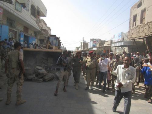 صور .. السلطة المحلية  بلحج تنفذ حملة واسعة لإزالة  العشوائيات