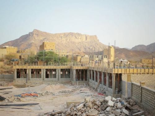الهلال الأحمر الإماراتي يواصل دعم المشاريع الخدمية في شبوة