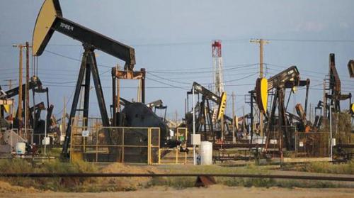 التوتر التجاري والجيوسياسي العالمي يعزز مكاسب النفط والذهب