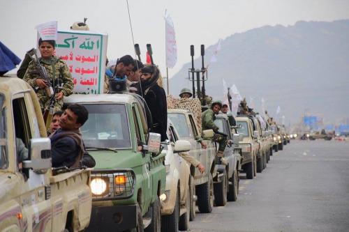 ميليشيا الحوثي تدفع المواطنين بقوة السلاح للاحتشاد في ميدان السبعين للإحتماء بهم أمام مبعوث الأمم المتحدة