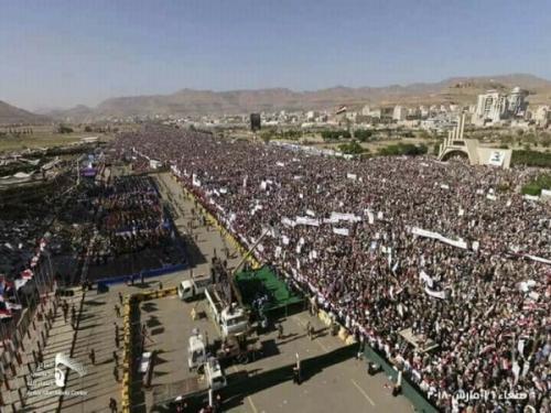 """في الذكرى الثالثة لـ """"عاصفة الحزم"""".. الحوثيون يتظاهرون غداة استهداف السعودية بصواريخ"""
