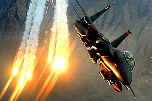 غارات جوية لمقاتلات التحالف تستهدف تعزيزات حوثية في طريقها إلى لحج