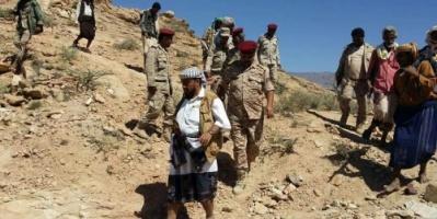 """مدير عام لودر وقائد اللواء (115)يتفقدان المواقع القتالية بجبل """"يسوف"""""""