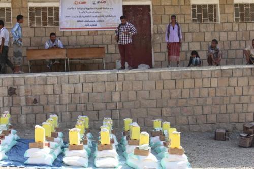 منظمة كير العالمية تدشن توزيع 2717 سلة غذائية في مديرية المقاطرة بمحافظة لحج