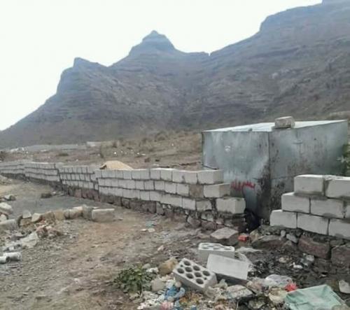 مليشيا الحوثي تنهب أراضي المواطنين بقوة السلاح في دمت شمال الضالع