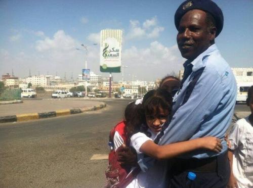 مدير شؤون الأفراد بمرور عدن يطالب بالالتفات لقضايا الانتهاكات التي يتعرض لها رجال المرور