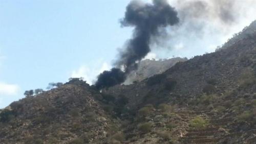 الحوثيون يفجرون الطريق بين تعز وعدن على مستوى حيفان