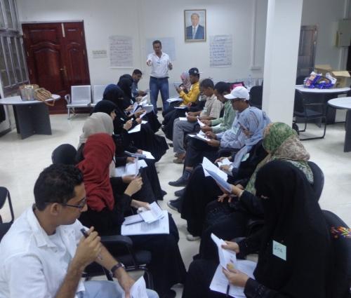 دورة تدريبية  بعدن لمعلميّ ومعلمات الآداب والتربية على الاستماع الجيد