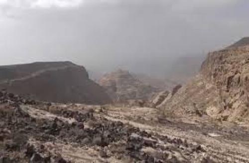 غارات في الساحل الغربي .. وفرار جماعي للحوثيين في إب