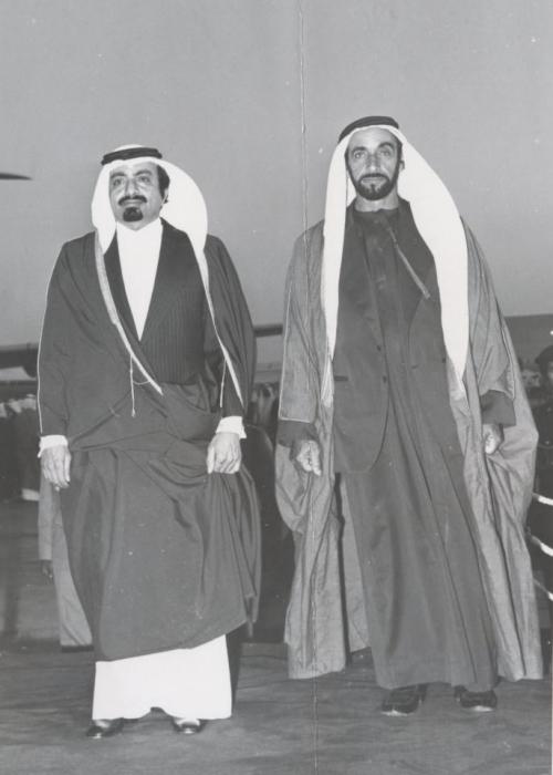 """قصيدتان """" للتاريخ """" .. بين الشيخ خليفة بن حمد والشيخ زايد"""