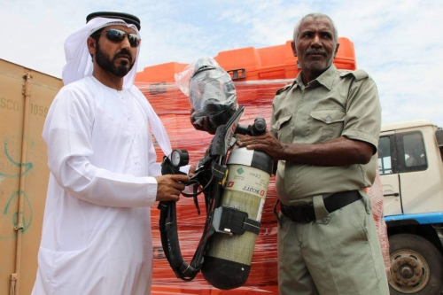 الدفاع المدني بعدن يتسلم معدات جديدة من دولة الإمارات