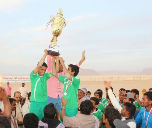 الهلال الاحمر الاماراتي يكرم الفرق المشاركة في بطولة أندية شباب  شبوة
