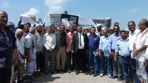 وقفة احتجاجية للمطالبة بوقف البسط على اراضي المملاح بعدن