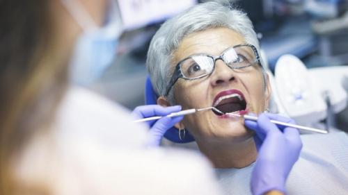 المصابون بالسكري أكثر عرضة لمضاعفات أمراض الفم والأسنان