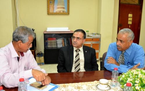رئيس جامعة عدن يرأس اجتماعاُ بلجنة السنة التحضيرية بكلية الهندسة ويلتقي فريق الربط الشبكي بالجامعة