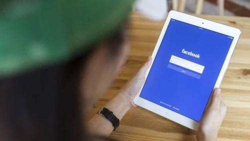 """فيسبوك """" يفضح """" أصدقاءك مروجي الأخبار المفبركة"""