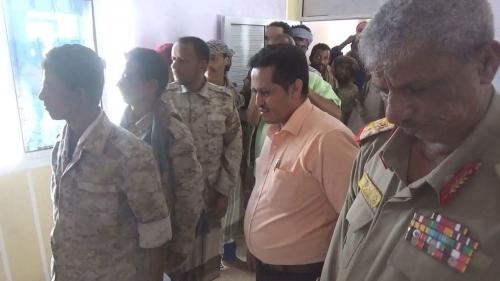 محافظ لحج يطلع على عمل لجنة البصة الإلكترونية لأفراد الجيش