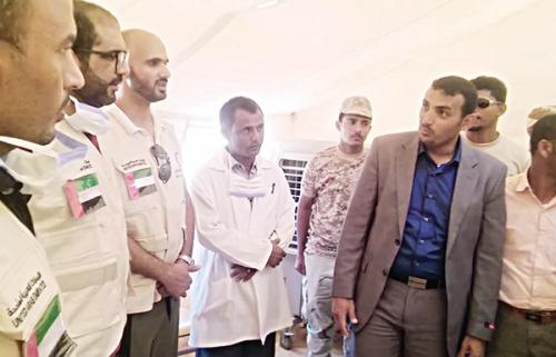 """""""الهلال الأحمر الإماراتي"""" تدشن مخيماً طبياً في سقطرى لتخفيف عناء التنقل على المواطنين"""