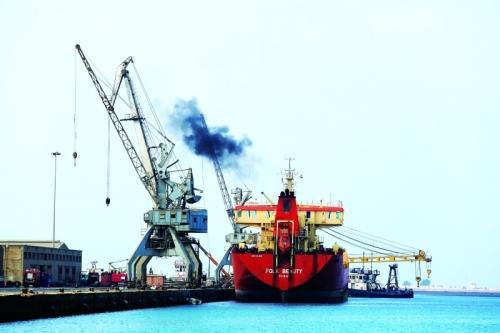 السعودية تطالب بوضع ميناء الحديدة تحت إشراف دولي