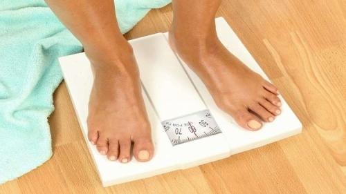 الكشف عن علاقة بين الوزن وطول العمر