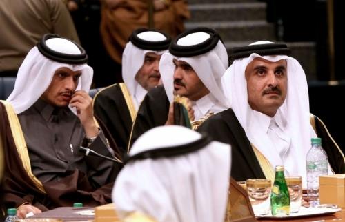 صحيفة دولية: أمير قطر في الولايات المتحدة بحثا عن خطة إنقاذ