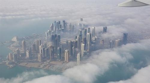 شبه جزيرة قطر تغرق بالديون