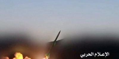 """ميليشيا الحوثي تزعم  إطلاق صاروخ باليستي على"""" لواء الرادارات"""" في خميس السعودية"""
