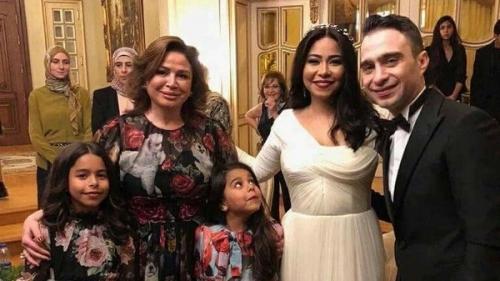 فستان إلهام شاهين يثير الجدل مجددا في حفل زفاف شيرين