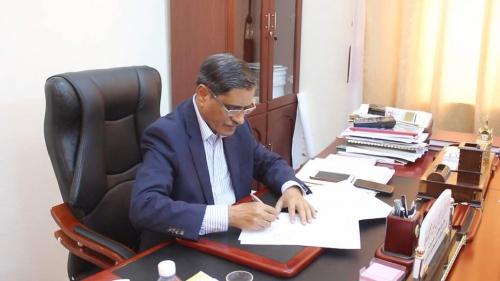 البحسني يوقع على عقد لإنشاء محطة كهربائية لتعزيز الطاقة في الشحر والحامي والديس الشرقية