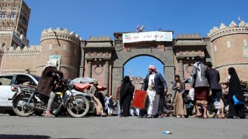 فيديو.. فتيات يمنيات يتحدين الحوثي في صنعاء رغم الرصاص