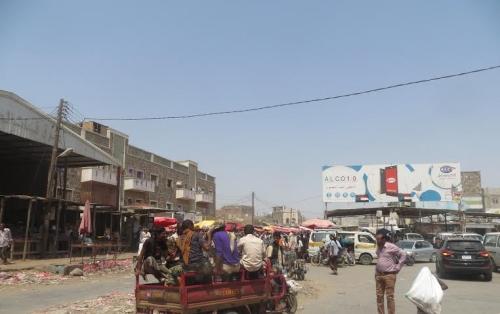 """"""" تبن لحج"""" تعيش على صفيح ساخن وسط تجاهل محلي وحكومي لمعاناة مايزيد على 100 ألف نسمة"""