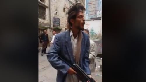 """نيران الحوثي تستهدف المصلين لرفضهم """" الصرخة """" بالمساجد"""