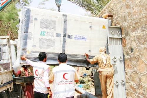 """الهلال الأحمر الإماراتي """" يدعم مشروع مياه عتق في شبوة بمولد كهربائي قدرته 100 كيلو وات"""