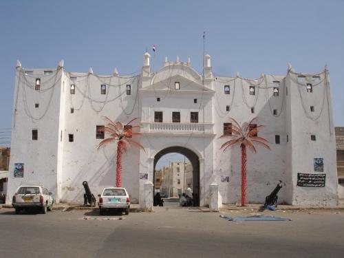 الشحر : لجنة ترتيب وضع سوق شبام تباشر عملها ونزولها الميداني بالسوق