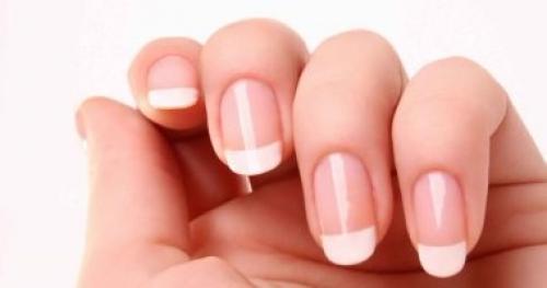 وصفات طبيعية للتخلص من البقع البيضاء على الأظافر