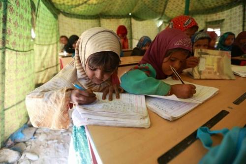 توقف رواتب المدرسين يدفع منظومة التعليم في اليمن إلى شلل تام