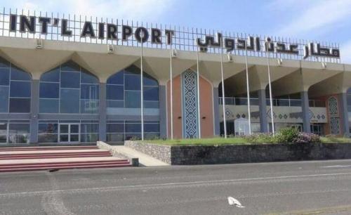 جوازات مطار عدن توقف مسافراً أجنبيا ومواطنة يمنية