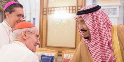 الملك سلمان ومسؤول بالفاتيكان يشددان على نبذ الإرهاب