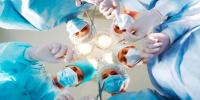 """أطباء ينجحون في استخراج """"ولّاعة"""" من معدة رجل ابتلعها قبل 20 عامًا (صور)"""