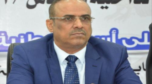 الميسري يوجه بإلقاء القبض على مدير مركز اللاجئين الأفارقة في عدن وإحالته إلى التحقيق