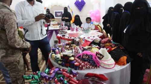 البحسني يفتتح معرض المرأة الإنتاجي والتراثي بالمكلا ضمن احتفالات ذكرى التحرير (صور)