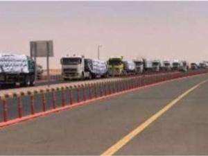 عشرات الشاحنات محملة أدوية ومواد غذائية تعبر الوديعة باتجاه اليمن