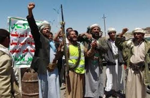 قيادات حوثية تنقل عائلاتها من مدينة البيضاء باتجاه ذمار