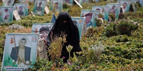 100 دولار وجثة .. مكافأة الحوثيين لأسر الضحايا