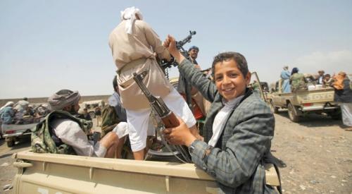 تلاميذ المدارس ضحايا التجنيد الإجباري بقرار حوثي
