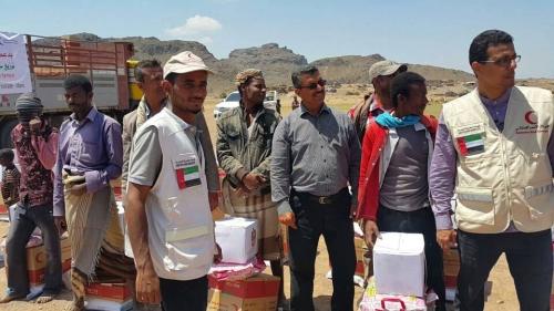 الهلال الأحمر الإماراتي يدشن توزيع سلل غذائية وخيام للنازحين في الجبارة بمريس